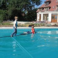 家用别墅恒温泳池建造需要哪些设备 中国泳池设备品牌有哪些 鹏睿仕泳池盖膜