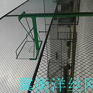 PVC球场勾花围栏美观耐用安装简单、防护、装饰、美化效果。 篮球场护栏网安装方式