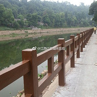 广州混凝土仿木栏杆定制厂家 深圳河堤水泥仿树皮护栏批发