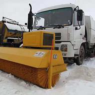 雪滚雪刷除雪设备厂家直销 设备适用车型:皮卡,洒水车,拖拉机,垃圾车等等
