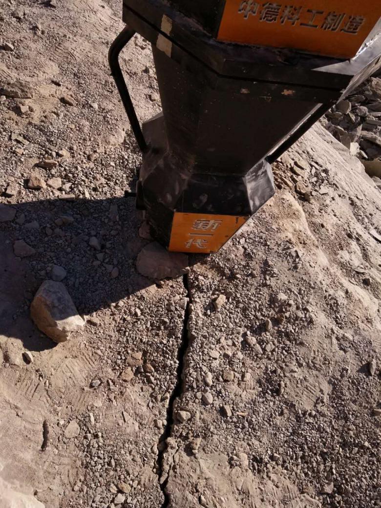 劈裂器石料場開采砂石用破裂機/河北衡水新聞