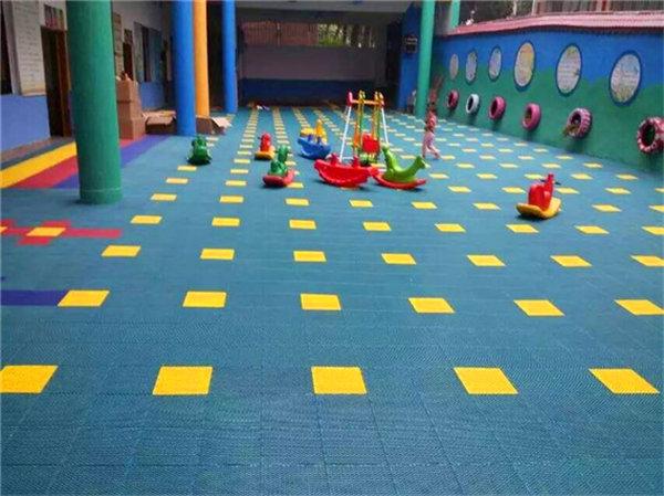 新闻:临桂县软质拼装式悬浮地板厂家批发价