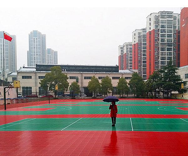 淄博市新闻:室外篮球场悬浮地板量大更优惠【免费定制】