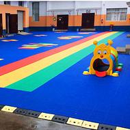 临高县:「新闻」羽毛球场拼装悬浮地板&产品防滑