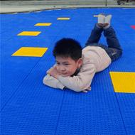 新龙县轮滑场悬浮拼装地板种类齐全