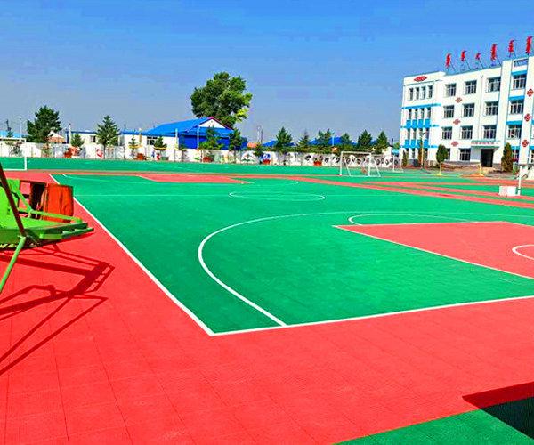 新闻:肇庆市篮球场悬浮拼接地板种类齐全