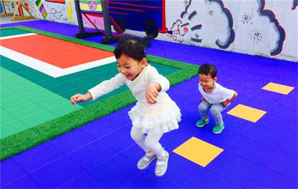 新闻:常熟市LCSES球场悬浮拼装地板面向全国批发【量大优惠】