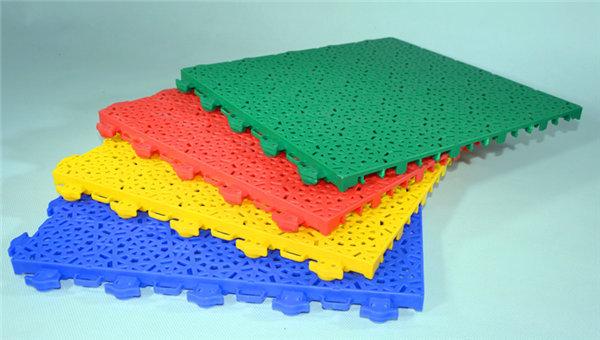 新闻:龙岩市操场拼装悬浮地板-厂家直销