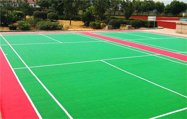 新闻:德江县塑料悬浮式拼接地板-设备价格