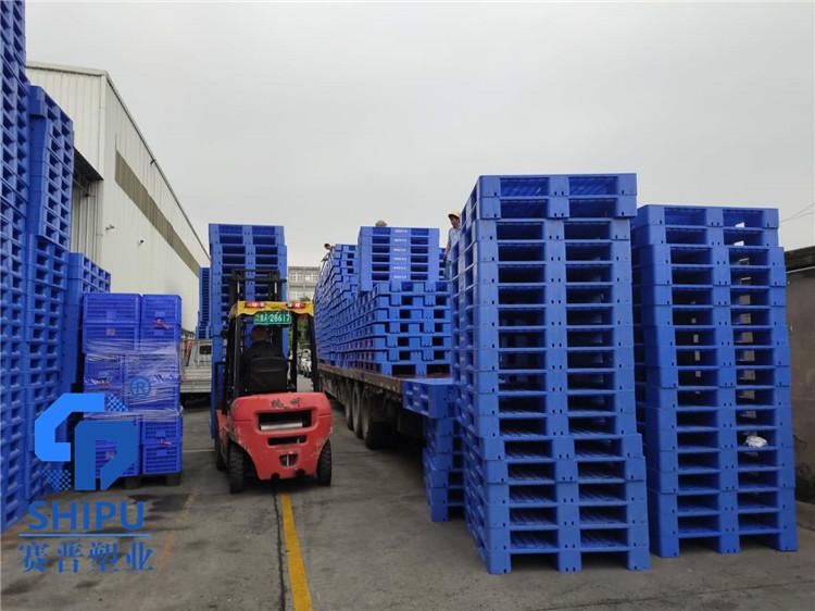 璧山塑胶叉车板 饲料肥料周转托盘生产厂家
